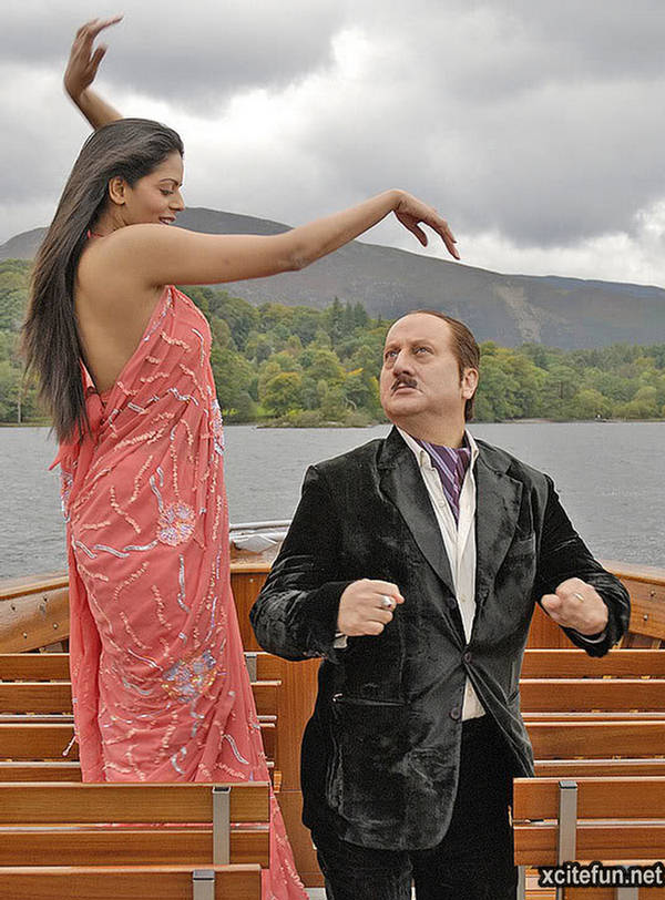 mr bhatti Mr bhatti on chutti is a hindi comedy film that was released on 18 may 2012 it stars anupam kher as mr bhatti, bhairavi goswami as katy and shakti kapoor as a tourist.