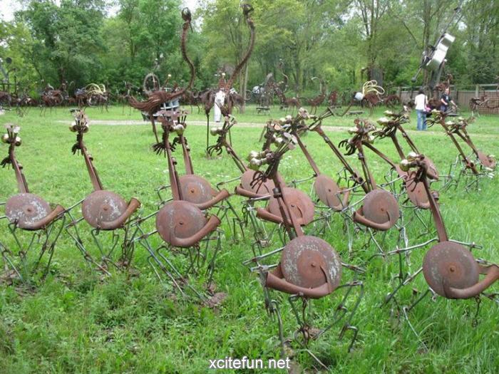 Metal Yard - The Bird Band - XciteFun.net