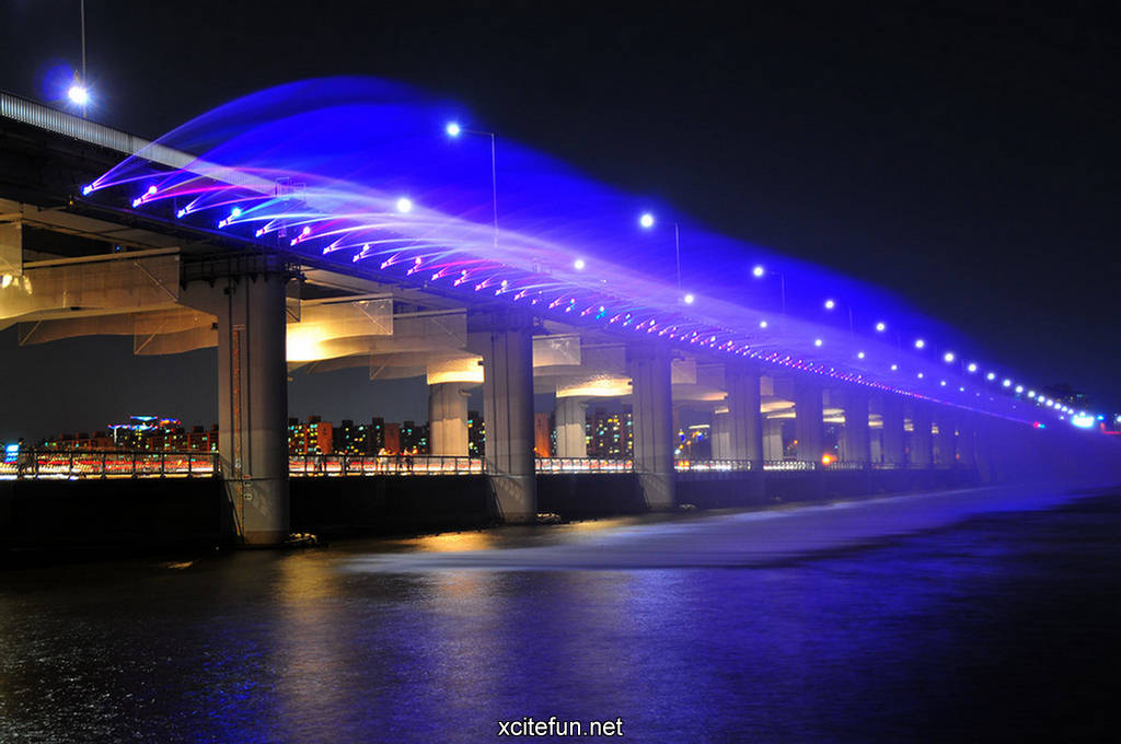 Worlds Longest Bridge Fountain  Banpo Bridge