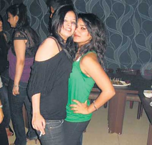 Sakshi Dhoni Smoking Photographs