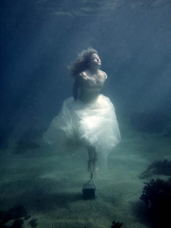 Under Water Photos Of Beautiful girls.....HQ - XciteFun.net