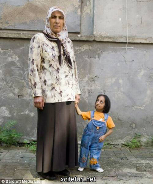 shortest woman in world. world#39;s shortest person at