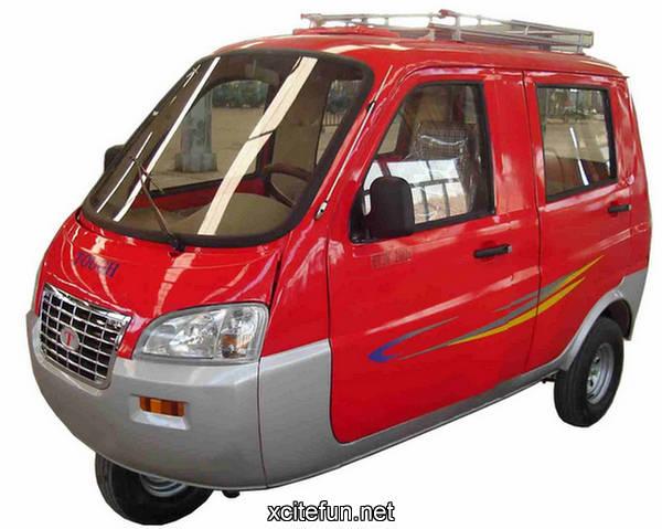 Auto rickshaw pictures mini taxi for Three wheel motor bike in india