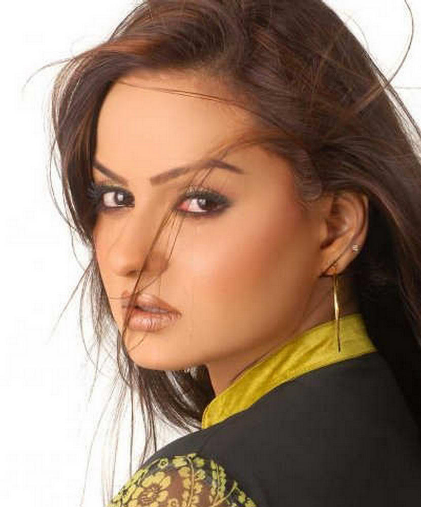 Javeria Abbasi  Hot and Bold Pakistani Actress