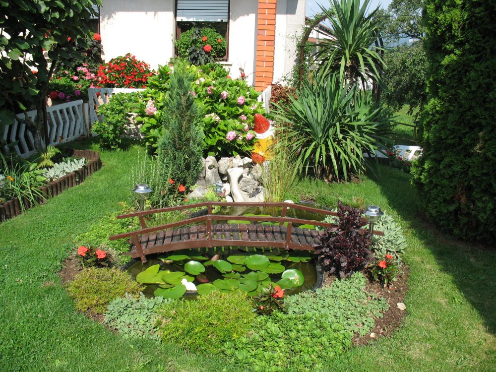 Garden flower ideas pictures modern home exteriors for Small flower garden design