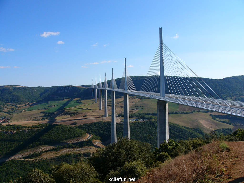 millau viaduct bridge world highest bridge wallpapers. Black Bedroom Furniture Sets. Home Design Ideas