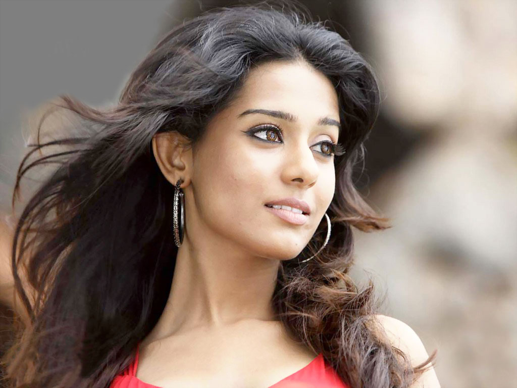 wallpapers: amrita rao