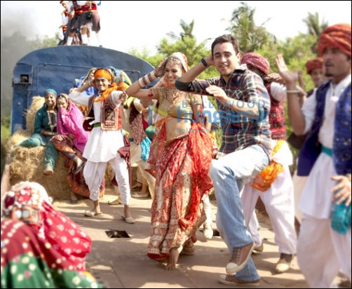 Mere Brother Ki Dulhan Title Song with Lyrics