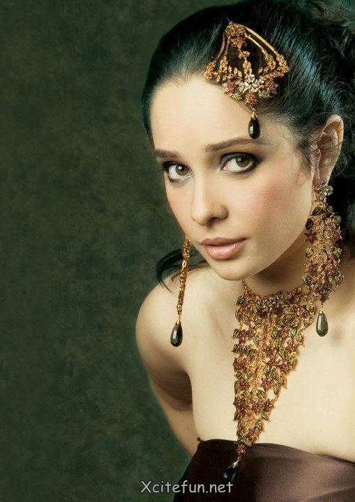 Dazzling Fashion of Bridal Jewelry   Juggan Kazim