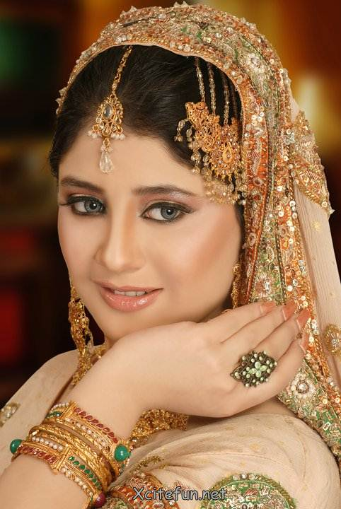 Latest Pakistani Bridal Makeup with Pictures 2021 - Story