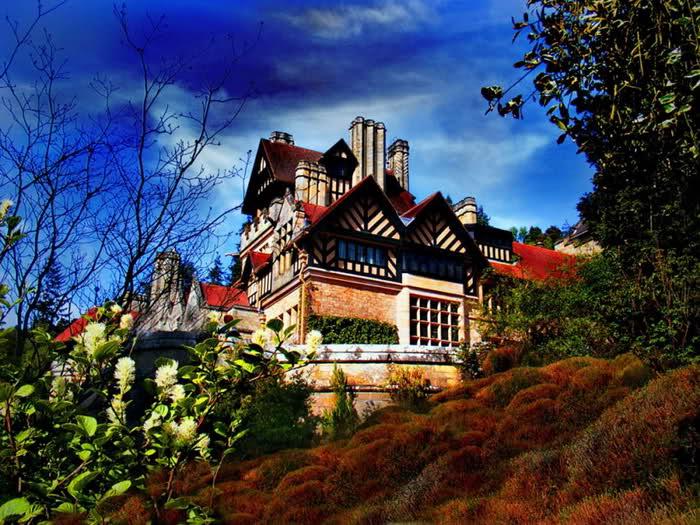 Awsome houses around the world for Mansions around the world