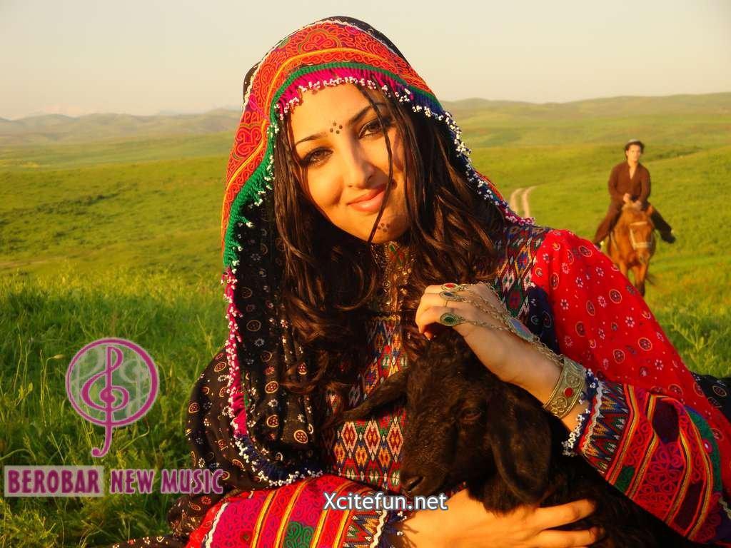 Seeta Qasemi Afghan Music Singer in Fashionable Traditional