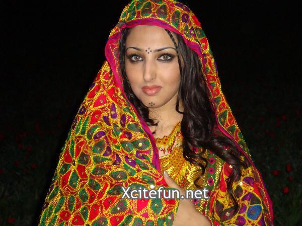 Seeta Qasemi Afghan Music Singer In Fashionable