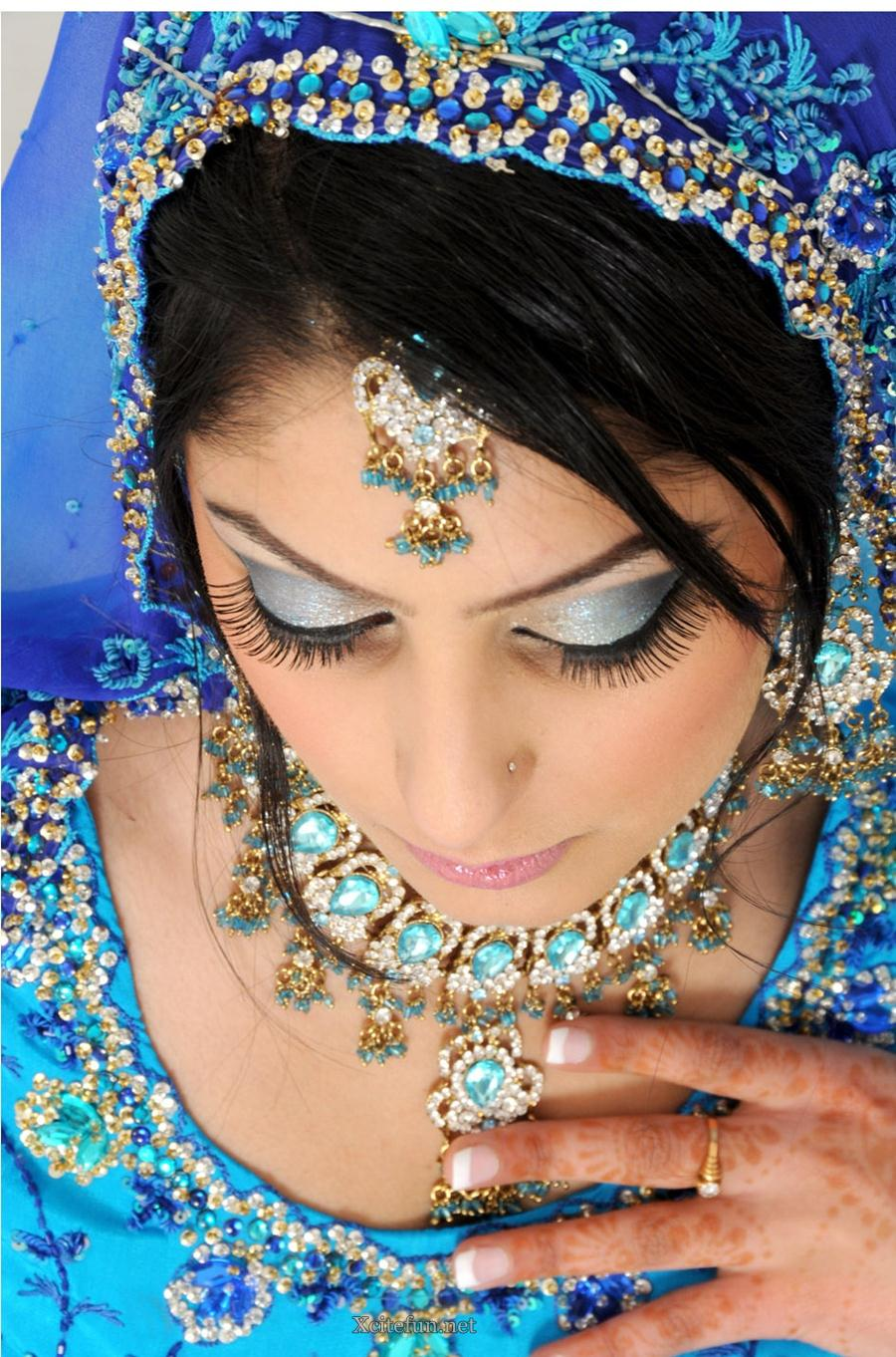 Mehndi Makeup : Bridal glorious mehndi design makeup look and dress