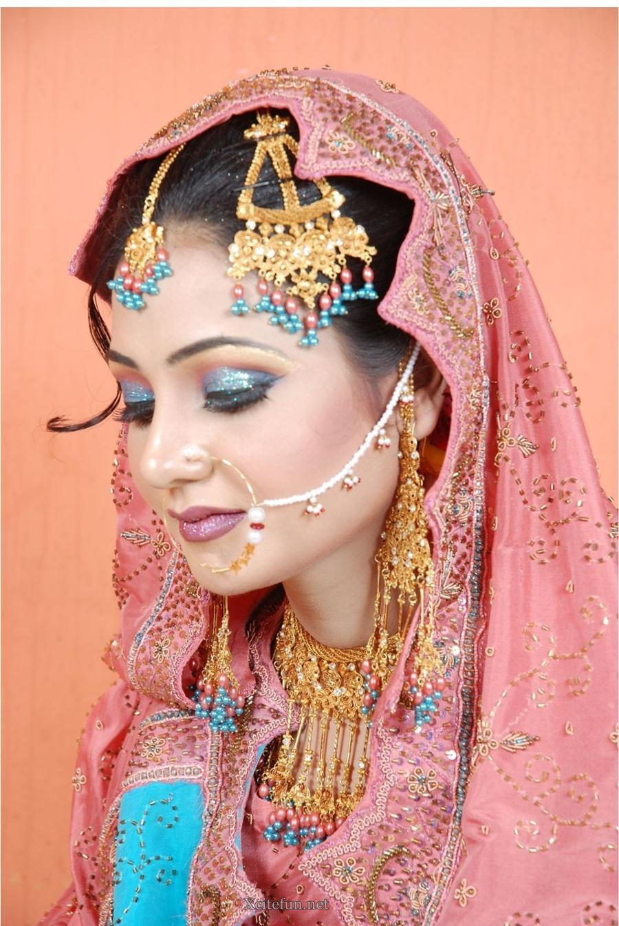 Mehndi Makeup Review : Bridal glorious mehndi design makeup look and dress