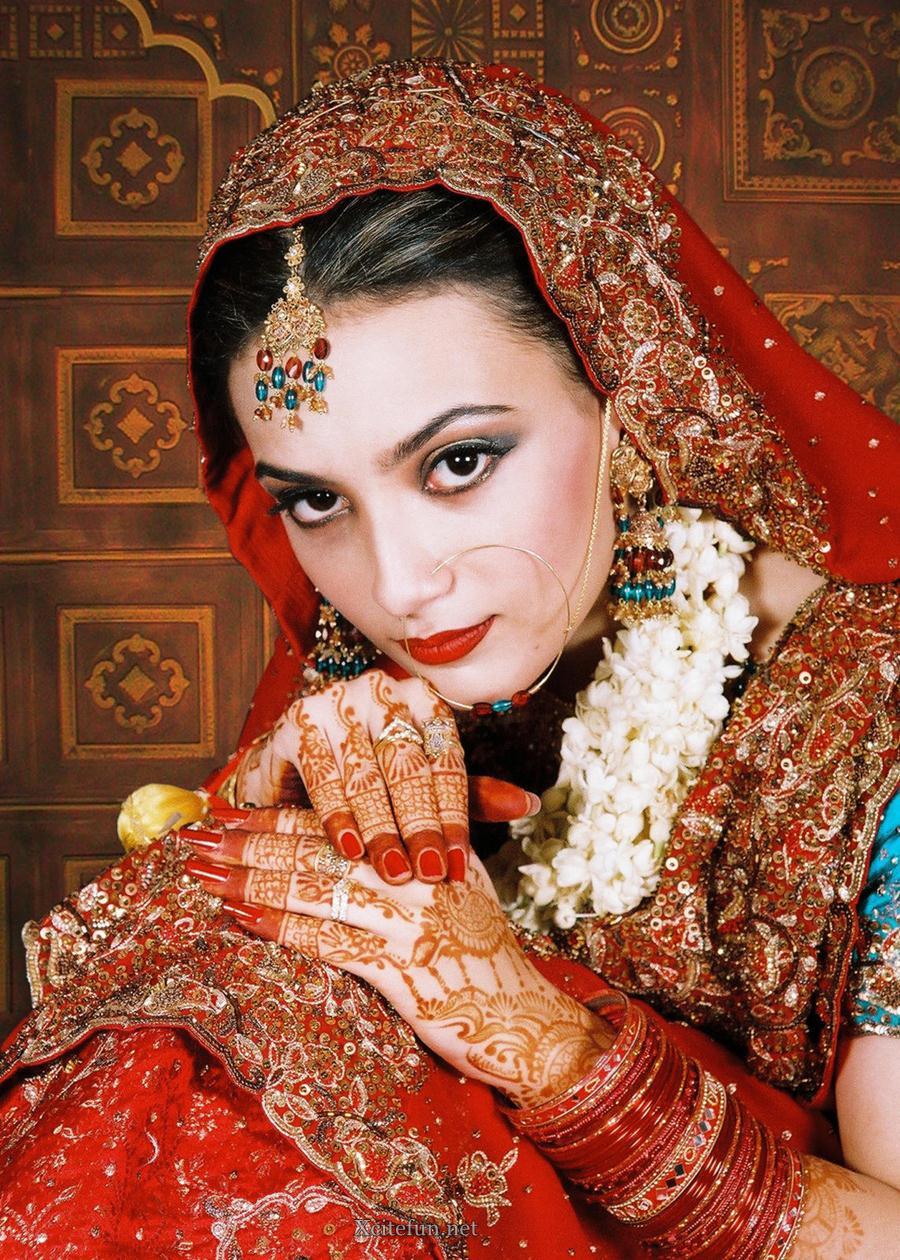 Mehndi Makeup Images : Bridal glorious mehndi design makeup look and dress