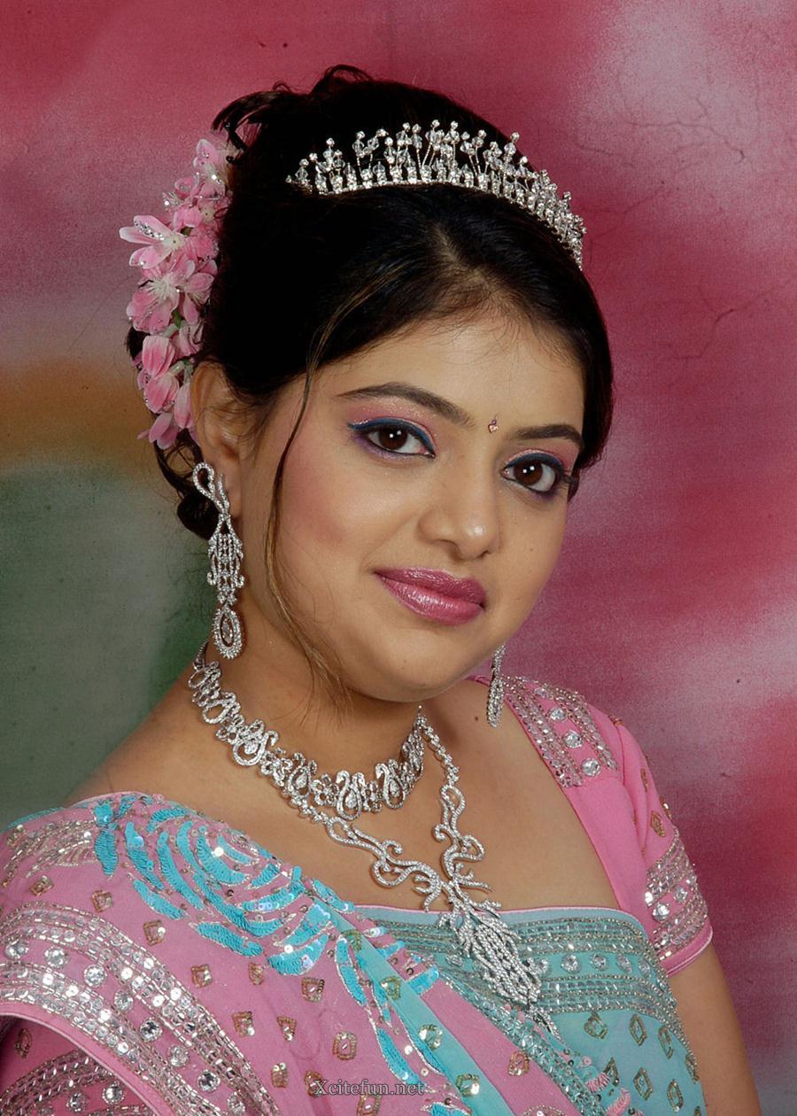 N Mehndi Makeup : Bridal glorious mehndi design makeup look and dress