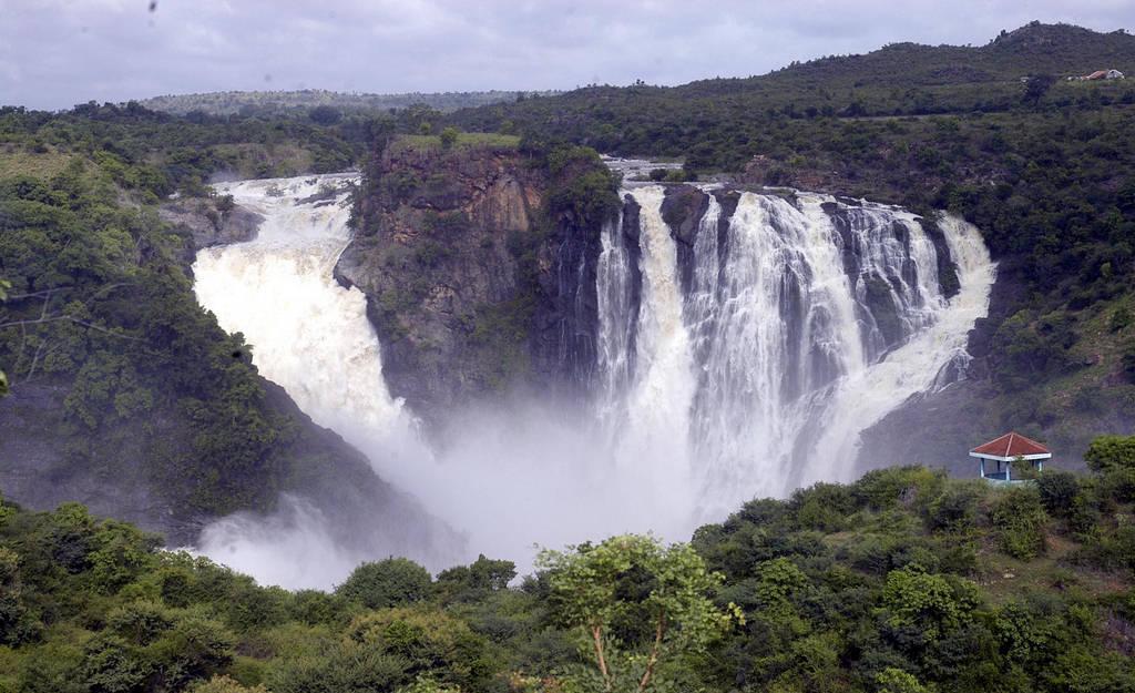 Shivanasamudra Falls India Images N Detail