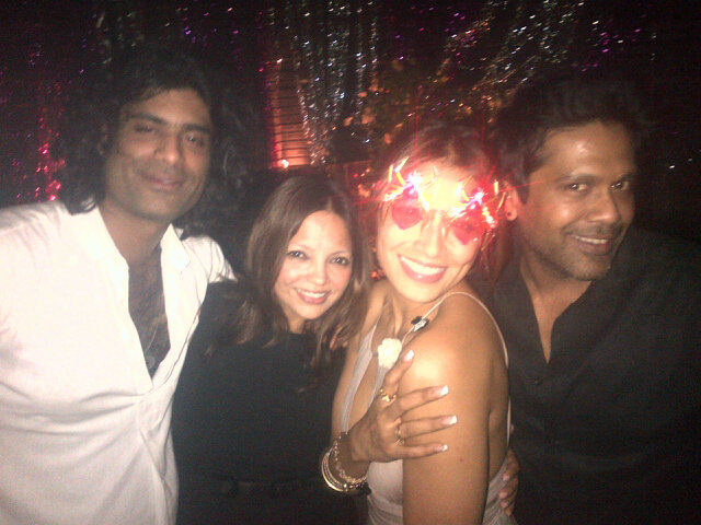 http://img.xcitefun.net/users/2012/01/278671,xcitefun-bipasha-basu-birthday-party-2.jpg
