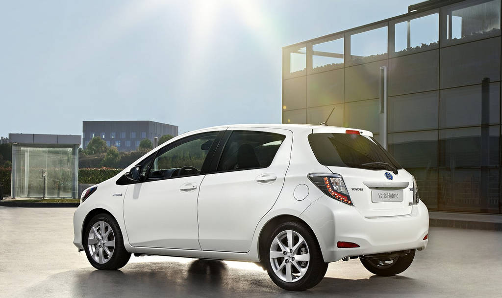 toyota yaris hybrid 2013 wallpapers. Black Bedroom Furniture Sets. Home Design Ideas