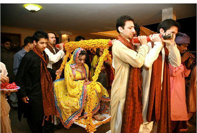 Mehndi Bride Entrance S : Doli the bride s fairytale entrance xcitefun