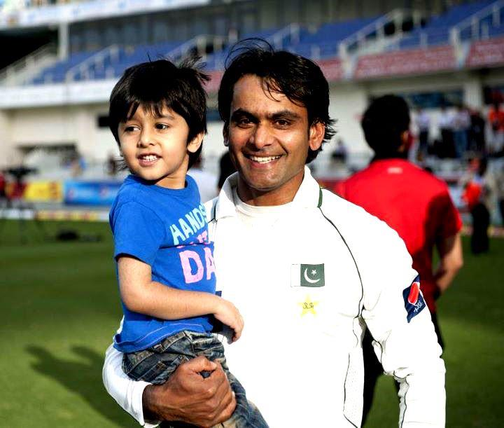 Mohammad Hafeez With His Son Roshaan : Sportsmuhamad hafeez wife