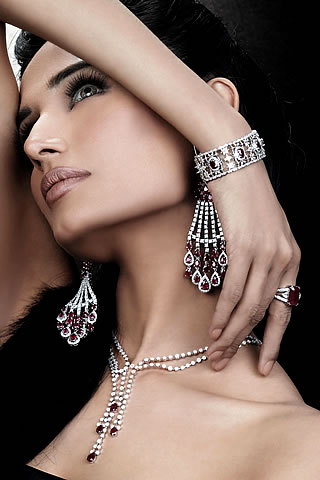 HOW TO WEAR BRACELETS WOMEN SILVER: MODEL PHOTOS