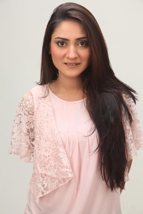 Sana Askari in nadia khan show