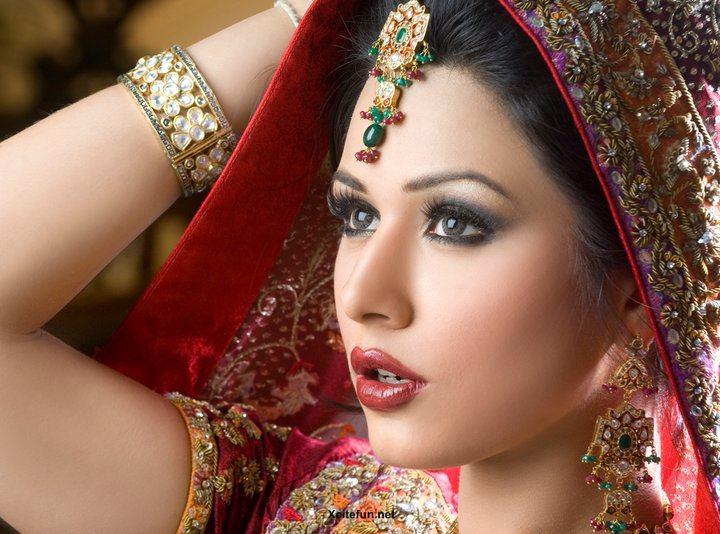 Bridal Makeup and Hair Bridal Makeup Smokey Eye Brown Eyes Looks Tips 2014 Images Natural Look Photos Pics Images