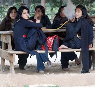 Islamabad College Di Charsi Chokriyan