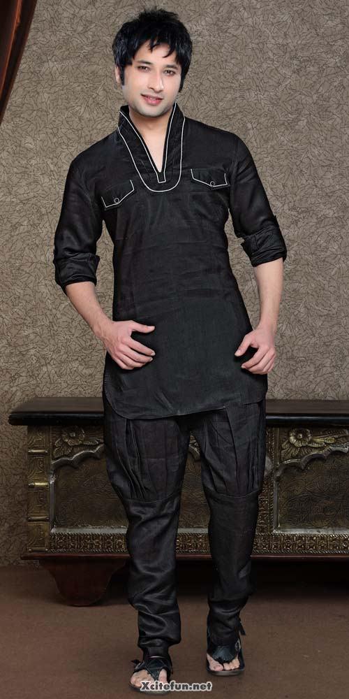 White Kurtas For Mens Men of India Kurta Pyjama