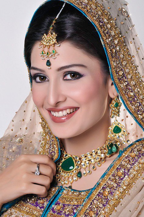 Ayeza Khan Aiza  Images Gallery  Biography