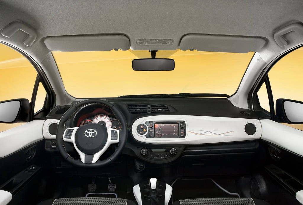Toyota Yaris Trend 2013  Car Wallpapers