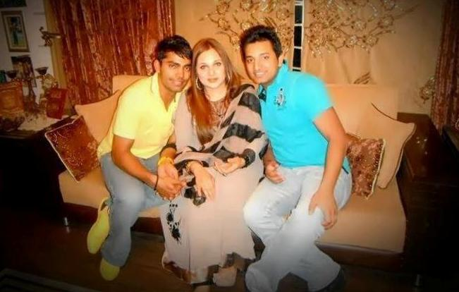 Umar Akmal With His Fiance And Father In Law