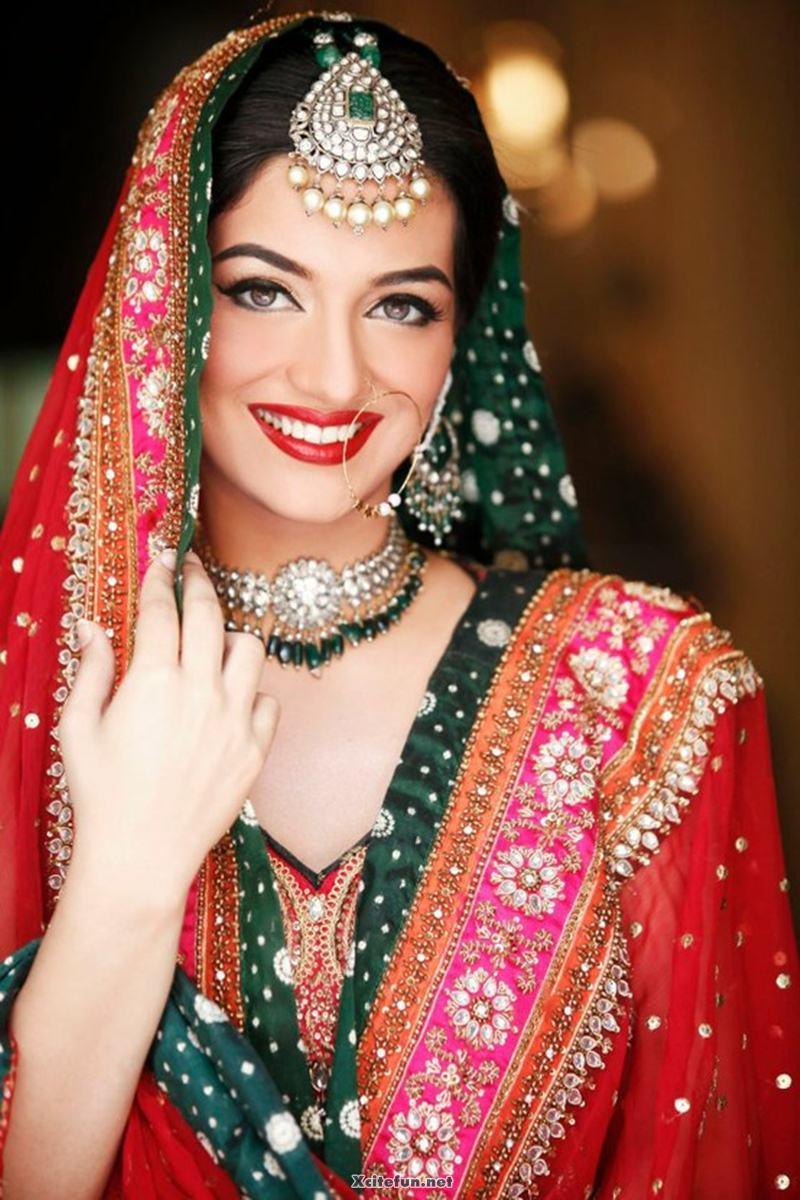 http://img.xcitefun.net/users/2012/09/305163,xcitefun-bridal-maang-tikka-jewelry-set-for-weddi.jpg