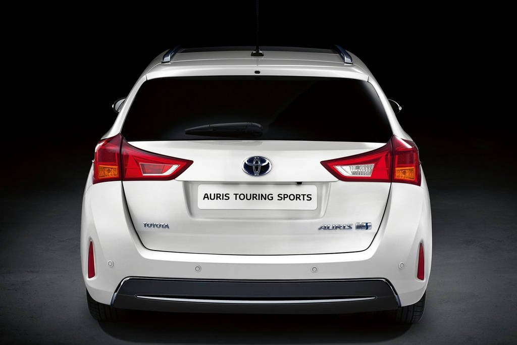 Toyota Auris Touring Sports 2013 : Car Wallpapers