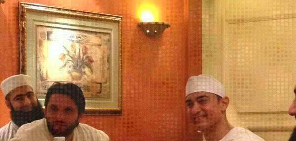 Shahid Afridi Aamir Khan And Tariq Jameel During Hajj