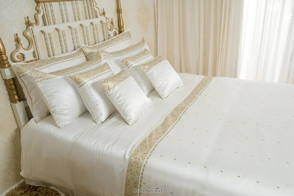 Winter Bed Sheets With Blanket Pillow And Cushion Set