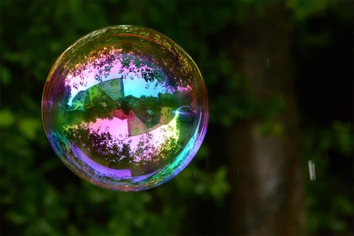 Foto del dìa: Reflection Of Bubbles