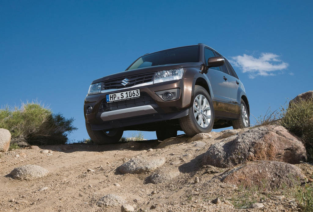 Suzuki Grand Vitara 2013  Car Wallpapers