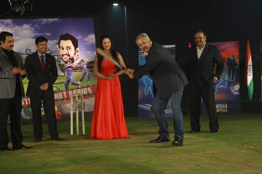 Veena Malik Live On Cricket Show  Pak India Series
