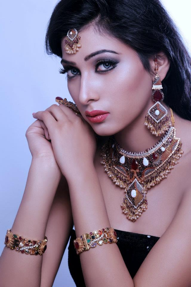 Kundan Bridal Wear Jewelry Set By Sunar