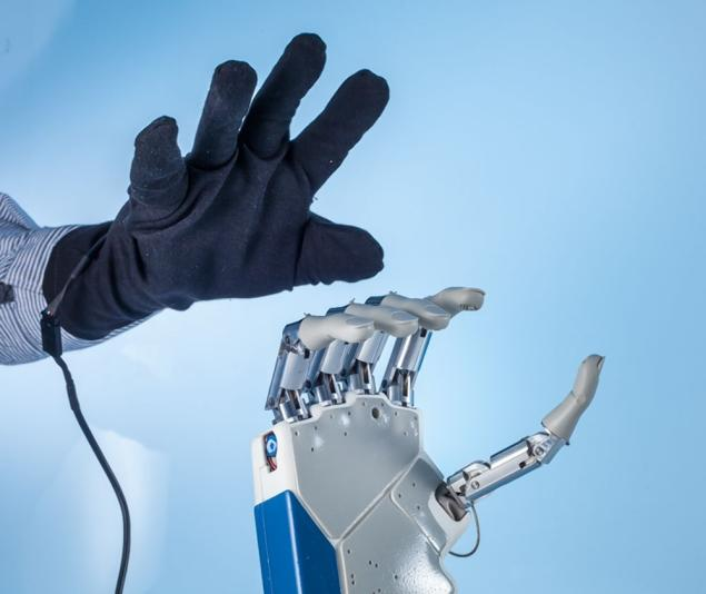Bionic hand allows patient to 'feel'