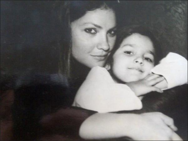 Pooja Bhatt and Alia Bhatt  Childhood Picture