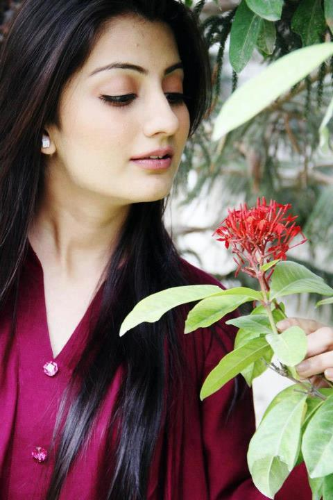 Cute Uroosa Qureshi Photos