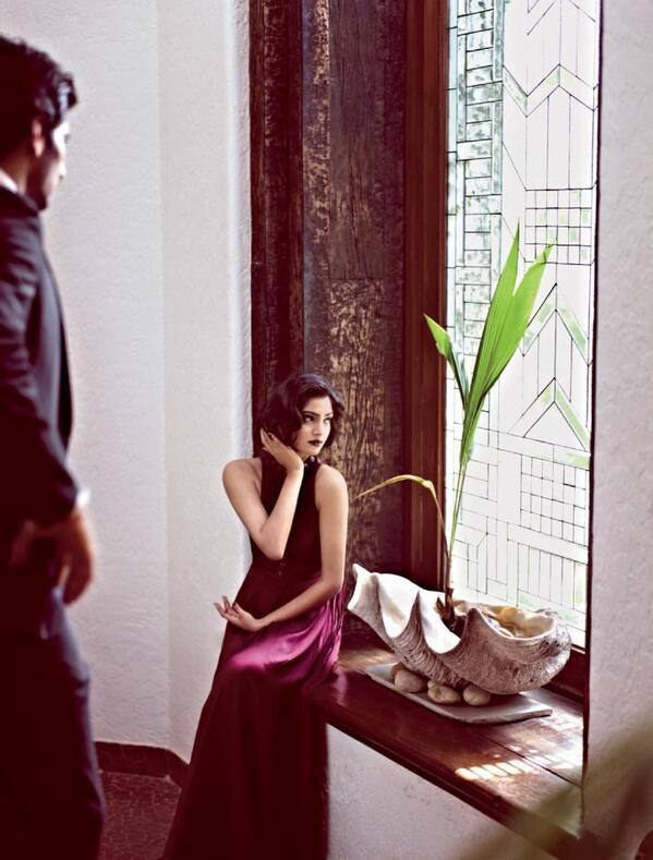 WhatGuide: Sonam Kapoors New photo shoot For Hello India