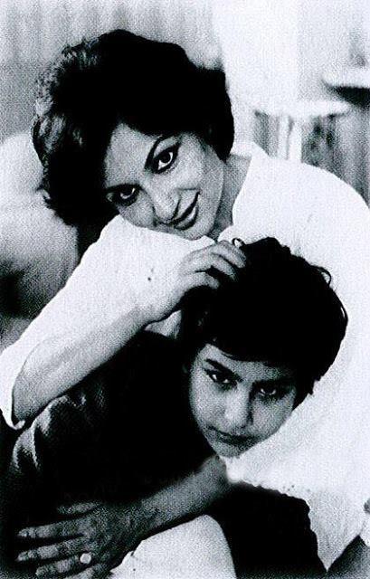 Харизматичный Саиф Али Кхан / Saif Ali Khan - Страница 9 323540,xcitefun-saif-mother