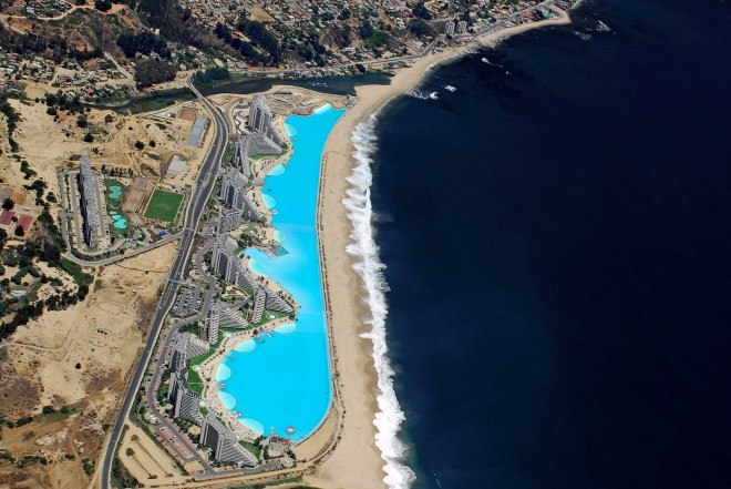 World 39 s largest swimming pool in chile for Largest swimming pool in the world chile