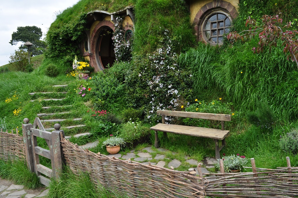 Hobbit houses beautiful designing for Architecture organique