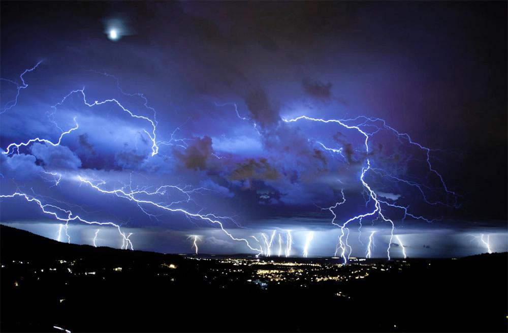Beautiful Sky Lighting In Night - XciteFun.net